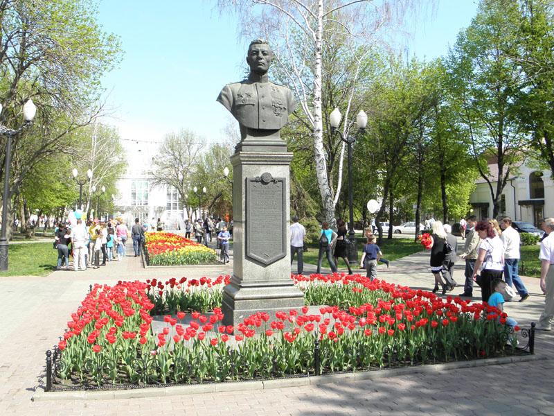 Сквер имени Петрова В.С.