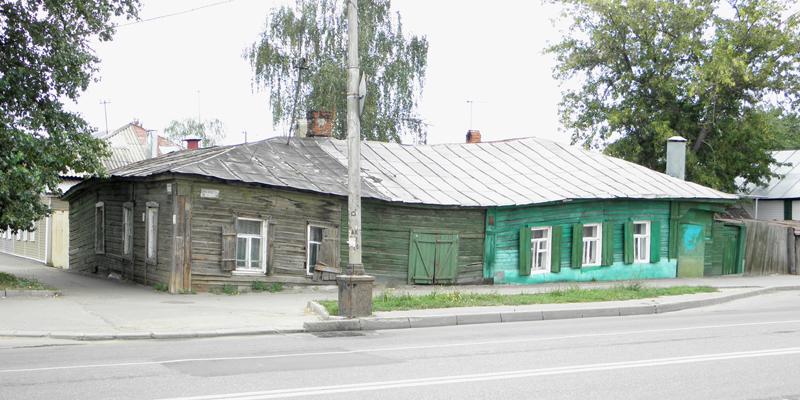 Жилой дом на углу Комсомольской и Базарной
