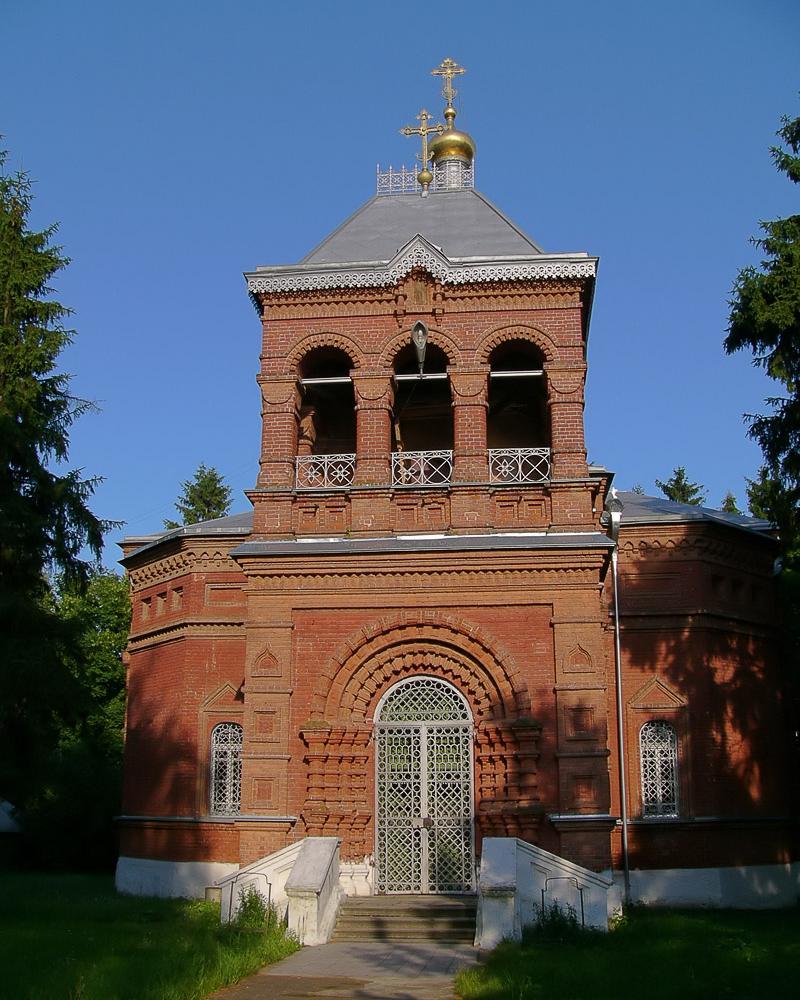 Звонница над главным входом Благовещенской церкви в селе Новотомниково